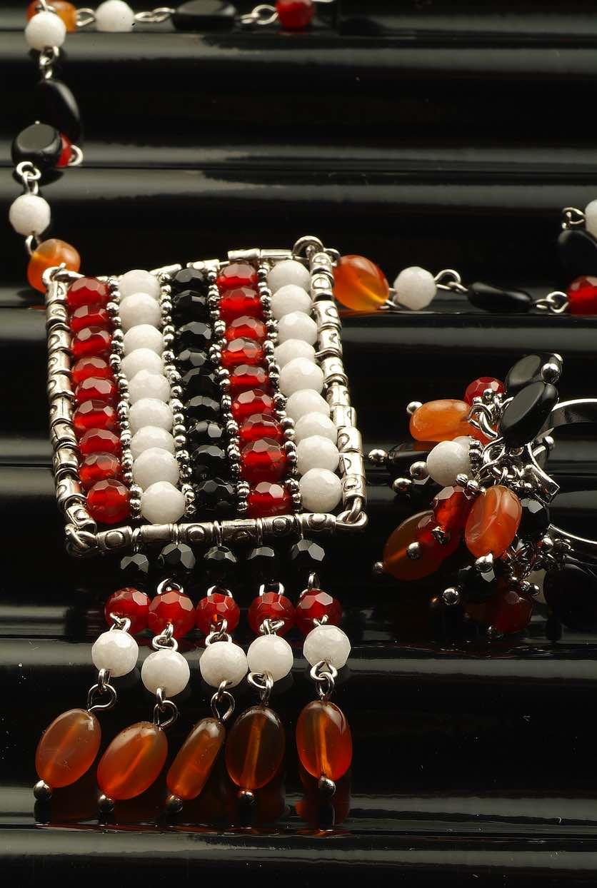 come un telaio indiano questo gioello di pietre formato cristallo