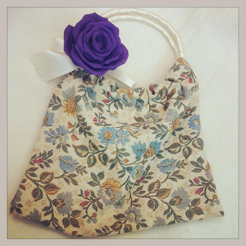 borsa con rose di stoffa