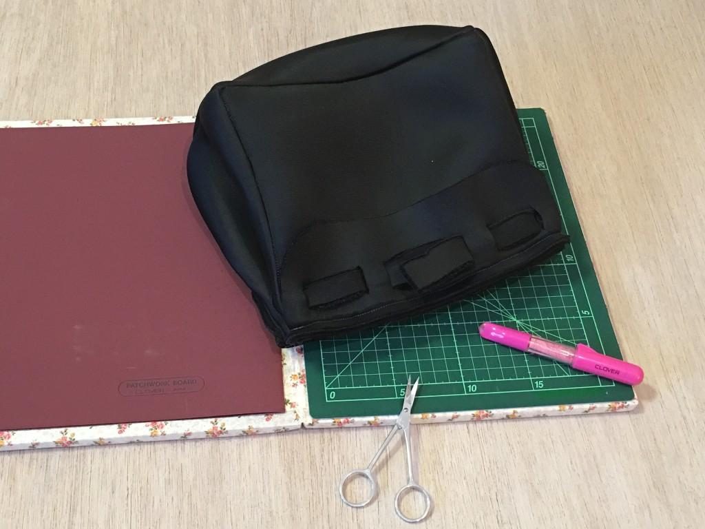 Striscia trattenuta anche per la borsa in neoprene nera