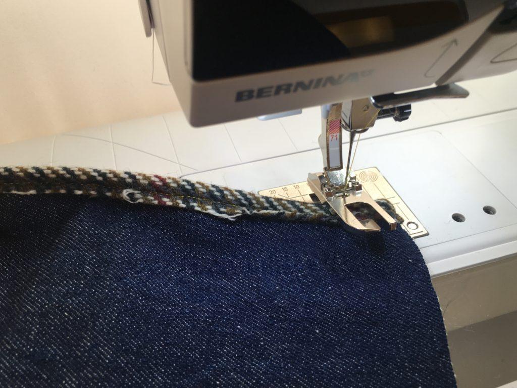 cucitura a filo e regolare appena eseguita per la borsa shopper