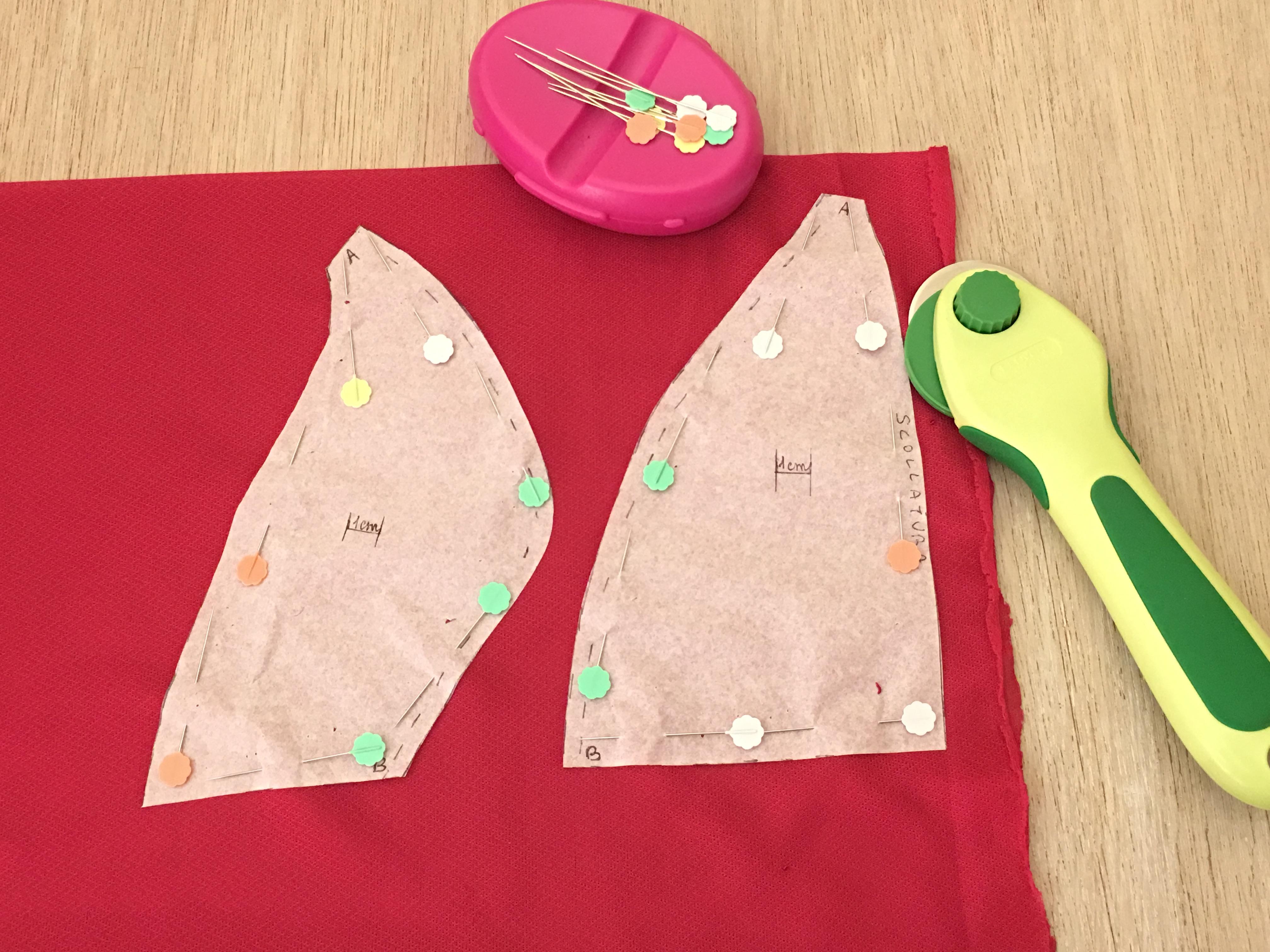 452dd1201e2d Allo stesso modo per la garza che ci consentirà di indossare questo lace  bra anche come capo da giorno. Tagliate lungo i contorni con le forbici o  con una ...