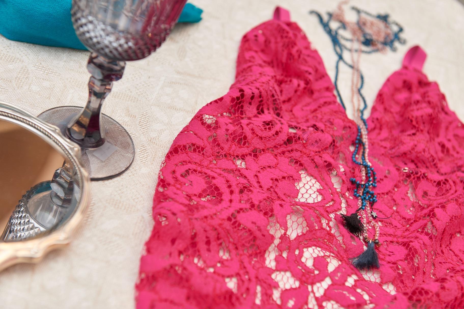 469296fe5938 Diy Lace bra ossia reggiseno in pizzo; come realizzare un reggiseno da  indossare come sottogiacca o da mostrare con una camicia elegantemente  sbottonata.