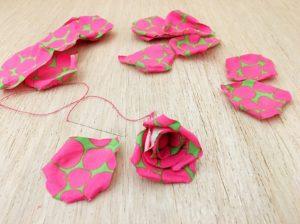 proseguimento della costruzione della rose di stoffa