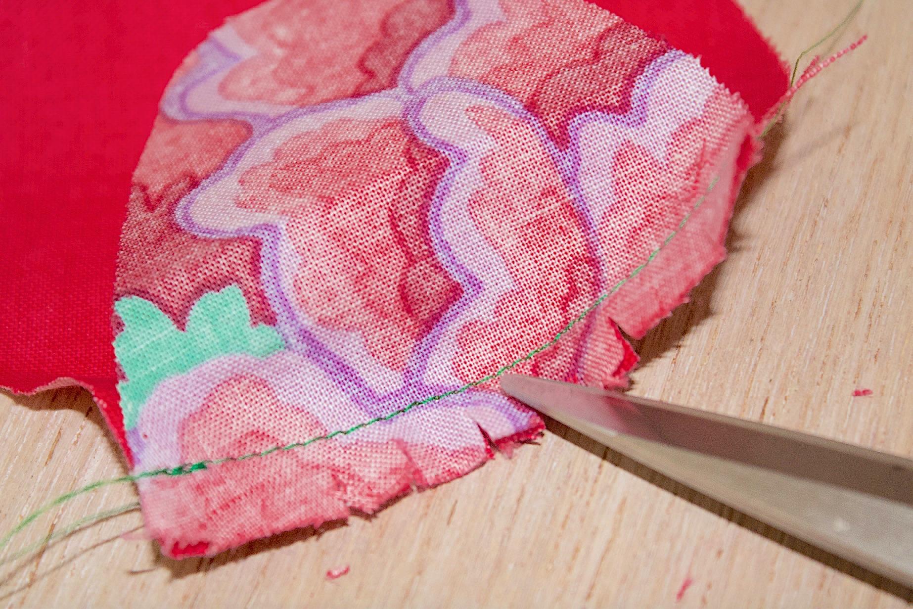 Incidere il tessuto del becco d'oca