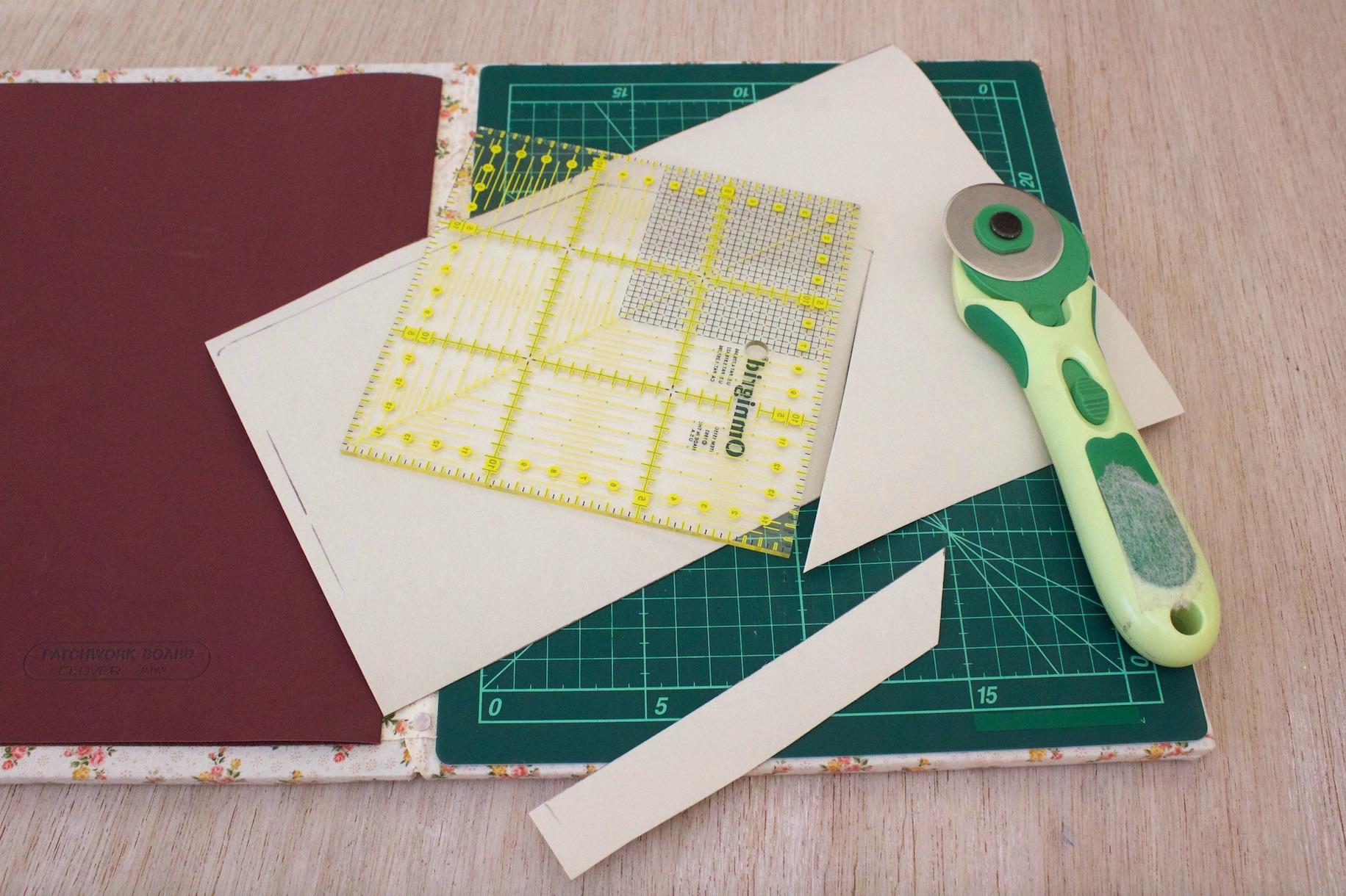 con il cutter per carta rifinite i bordi del Decovil