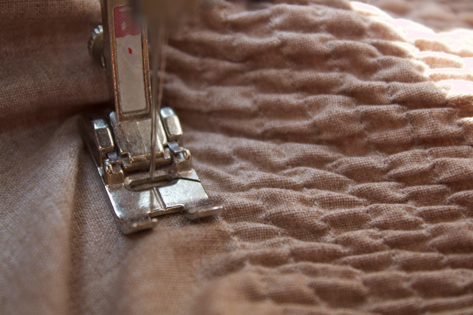 cucite per tutto il tessuto con il piedino base ed il punto lineare