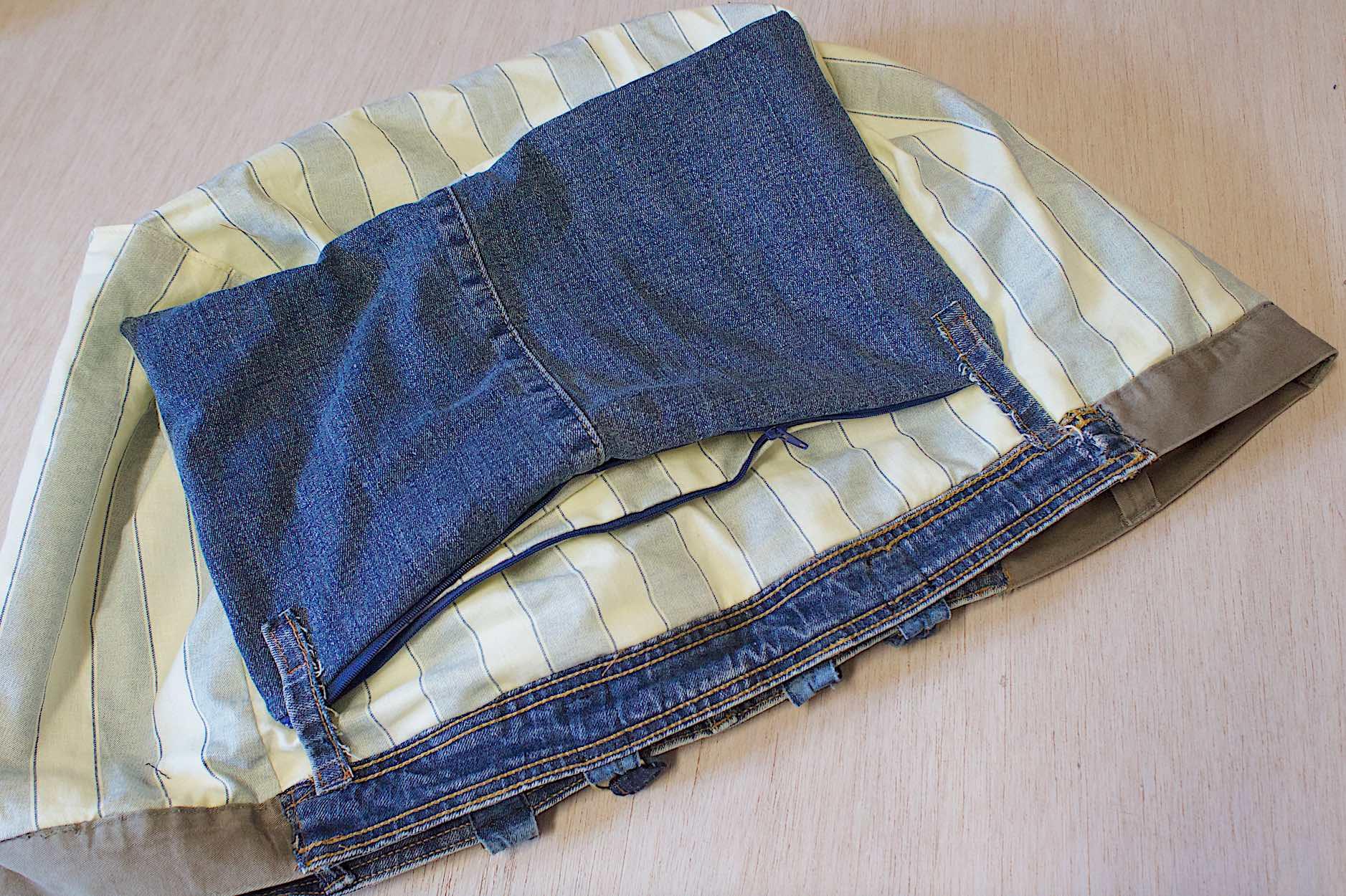 realizzate una pochette interna da cucire con i passanti dei jeans