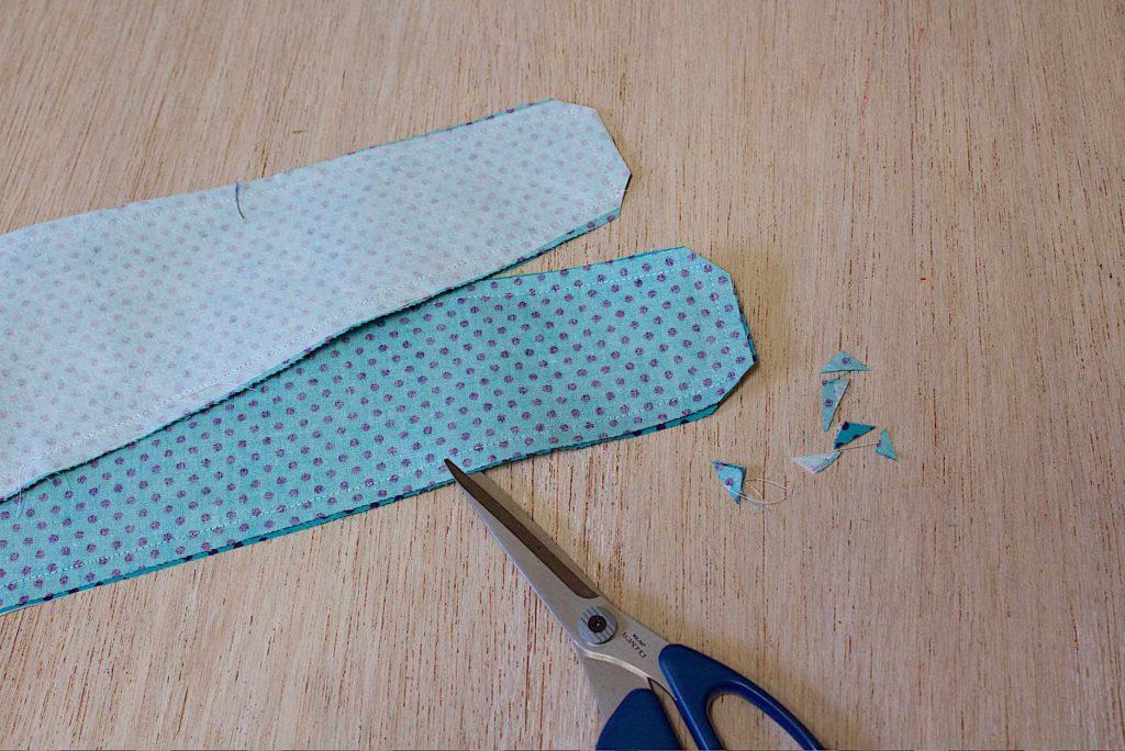 alleggerire gli angoli della fascia eliminandoli con le forbici