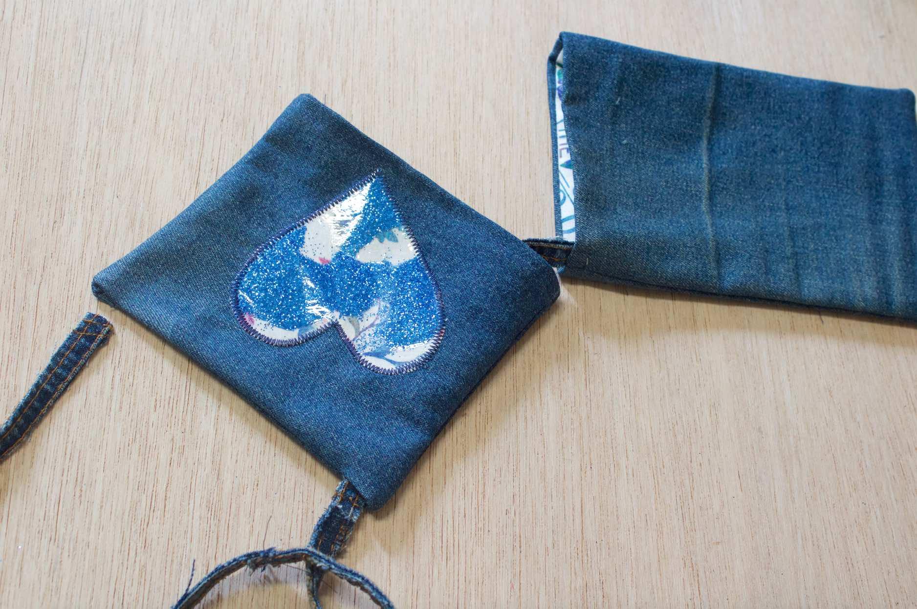agganciate il coperchio della borsa e completate la cucitura
