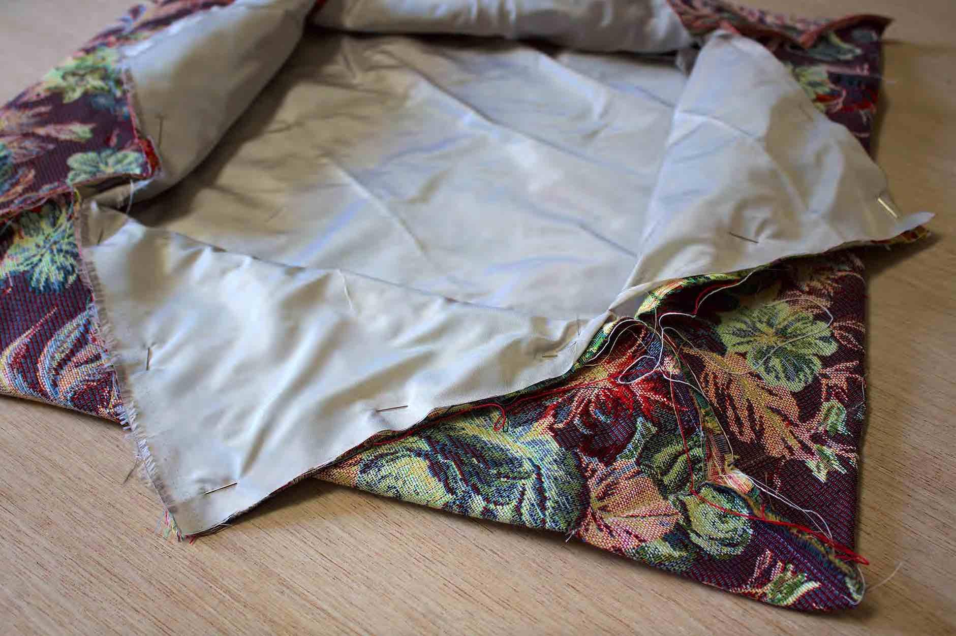 assemblate i due tessuti per la borsa tulipano