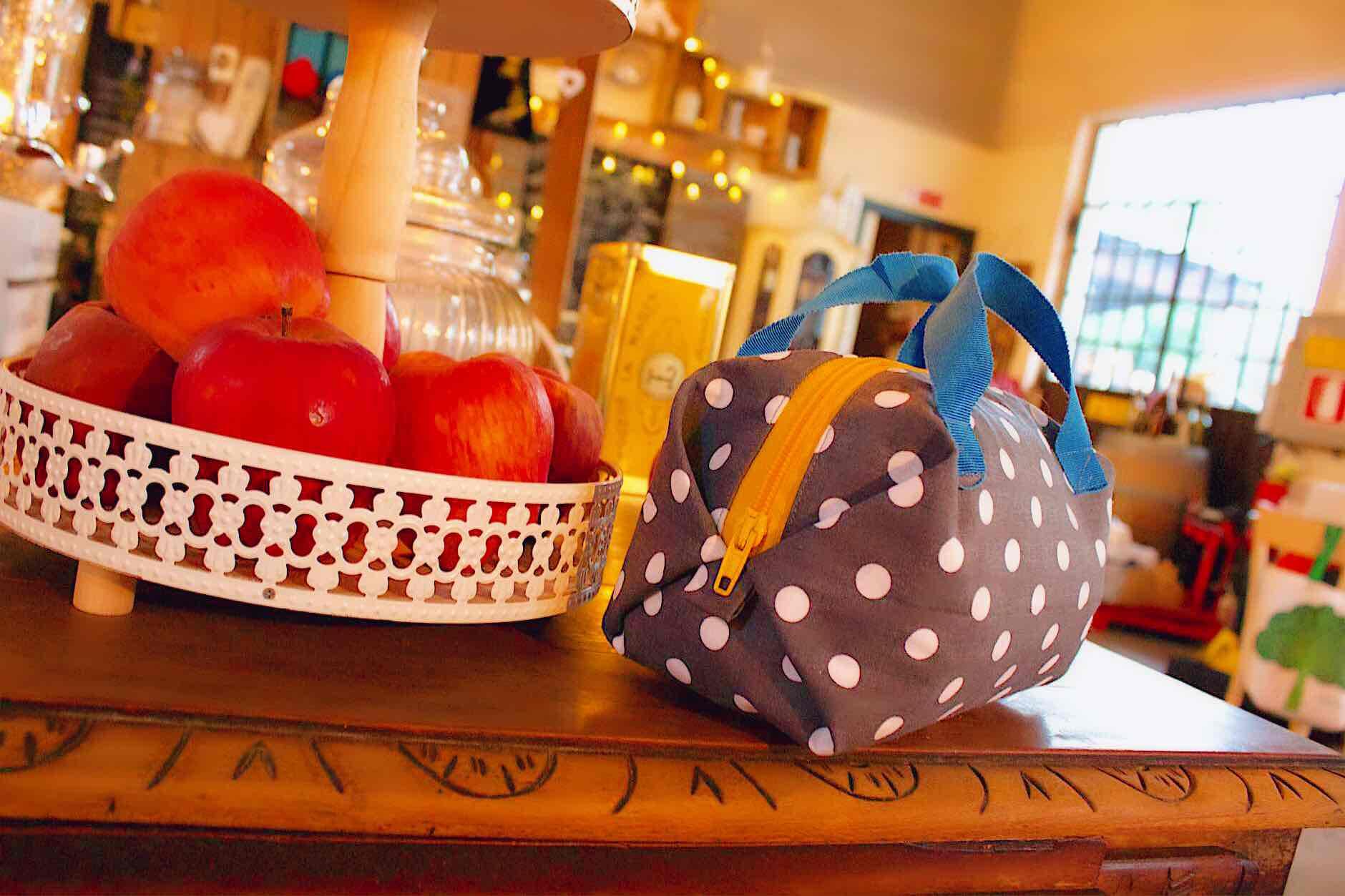 cosmetic bag ma anche piccola borsetta da passeggio