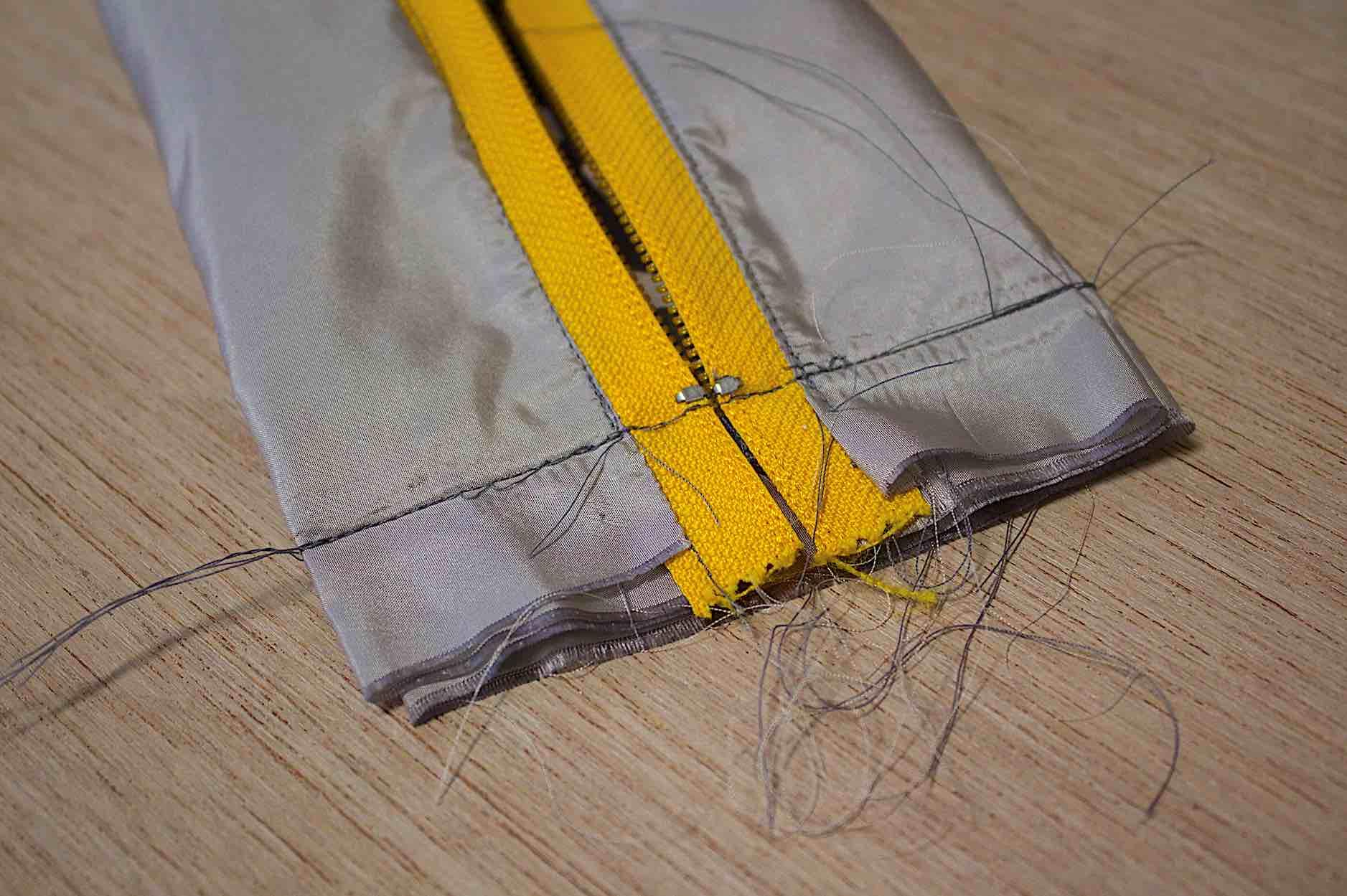 Cucite i lati corti a 3 cm circa