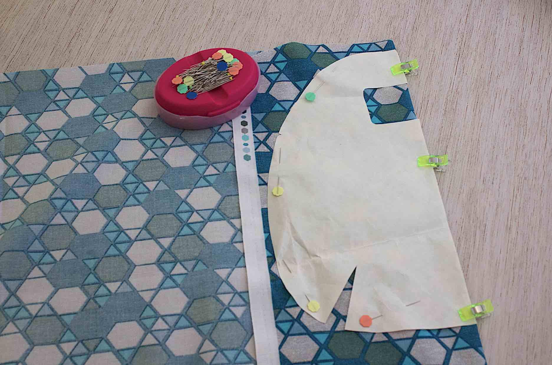 Riportare sul tessuto messo doppio, il cartamodello