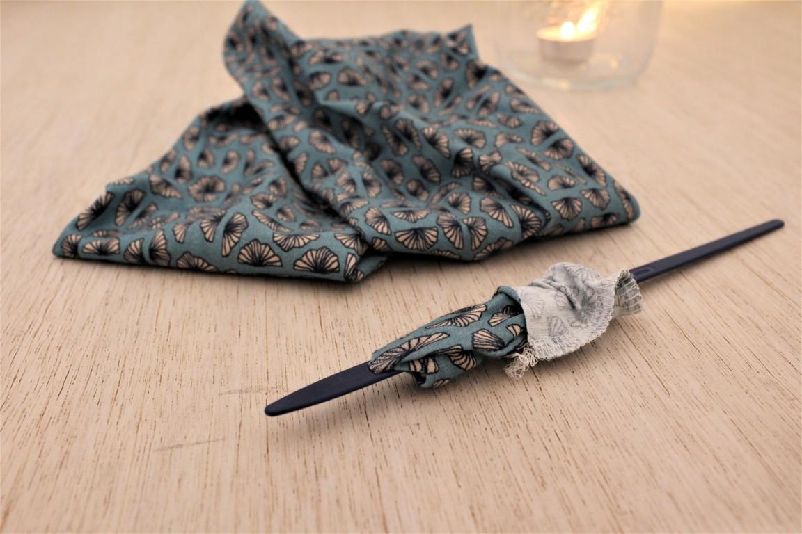 Rivoltare al diritto i tessuti cuciti con la tagliacuci