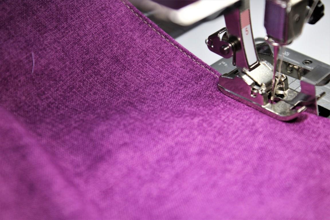 cucite a filo il sacchettino in stoffa della plastic bag