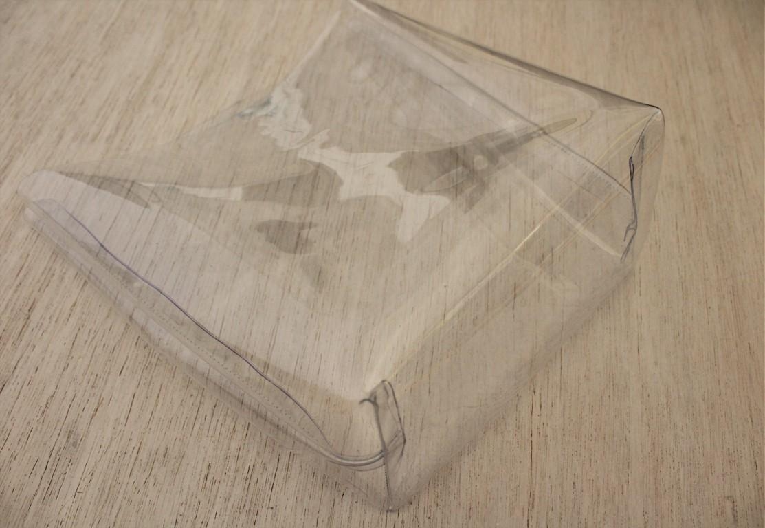 cucire e rivoltare al diritto la plastic bag
