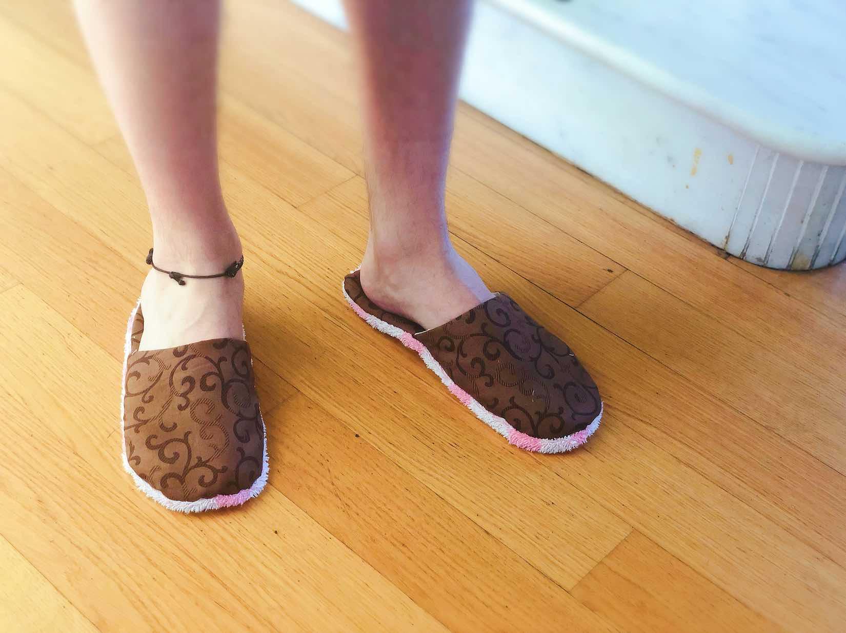 pantofole indossate da riccardo
