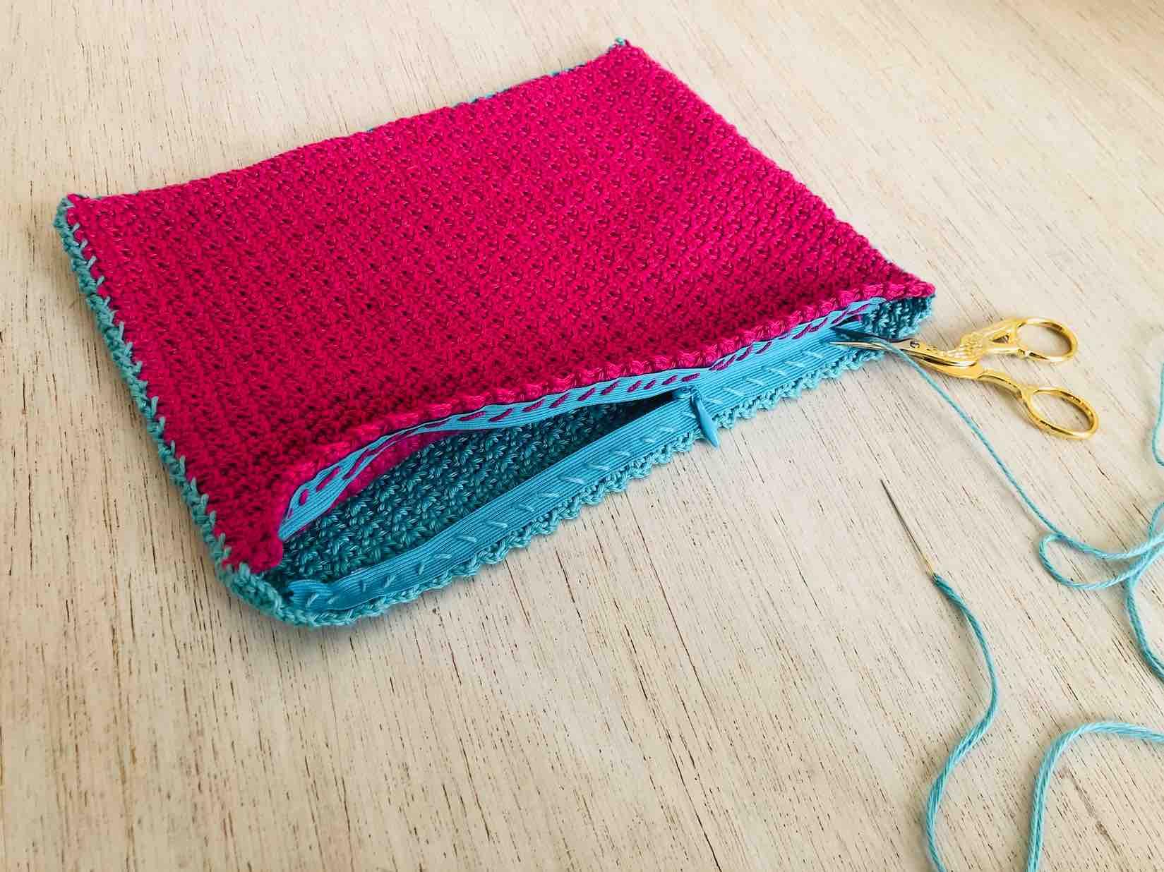cucire la zip alla pochette linda