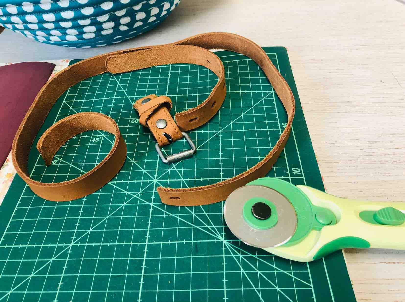 riciclare una vecchia cintura per il manico