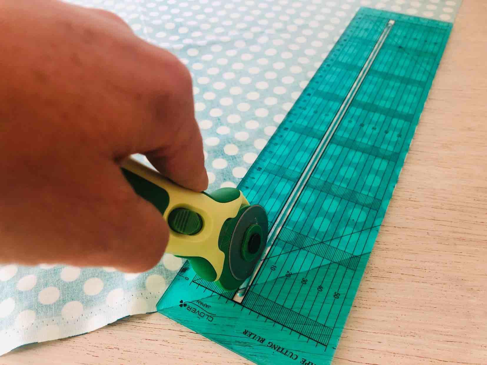 taglio in sbieco del tessuto della dimensione dei cordoni
