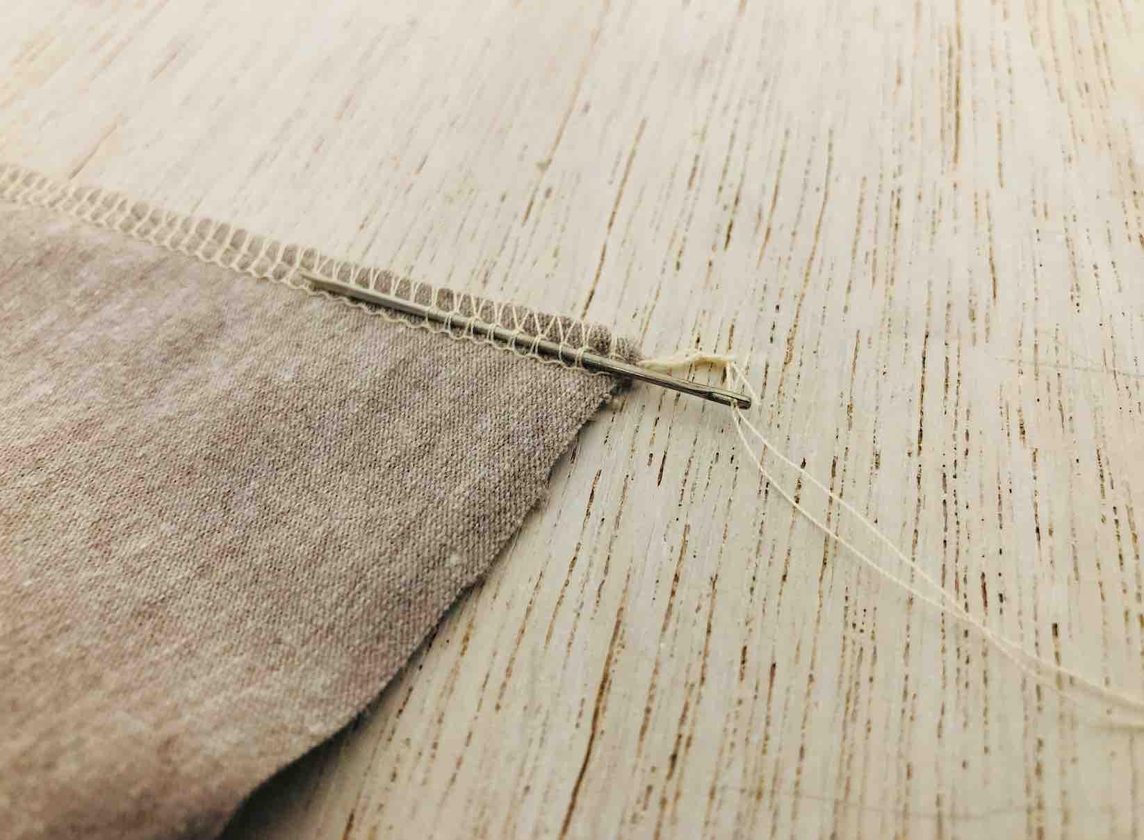 nascondere i fili di cucitura