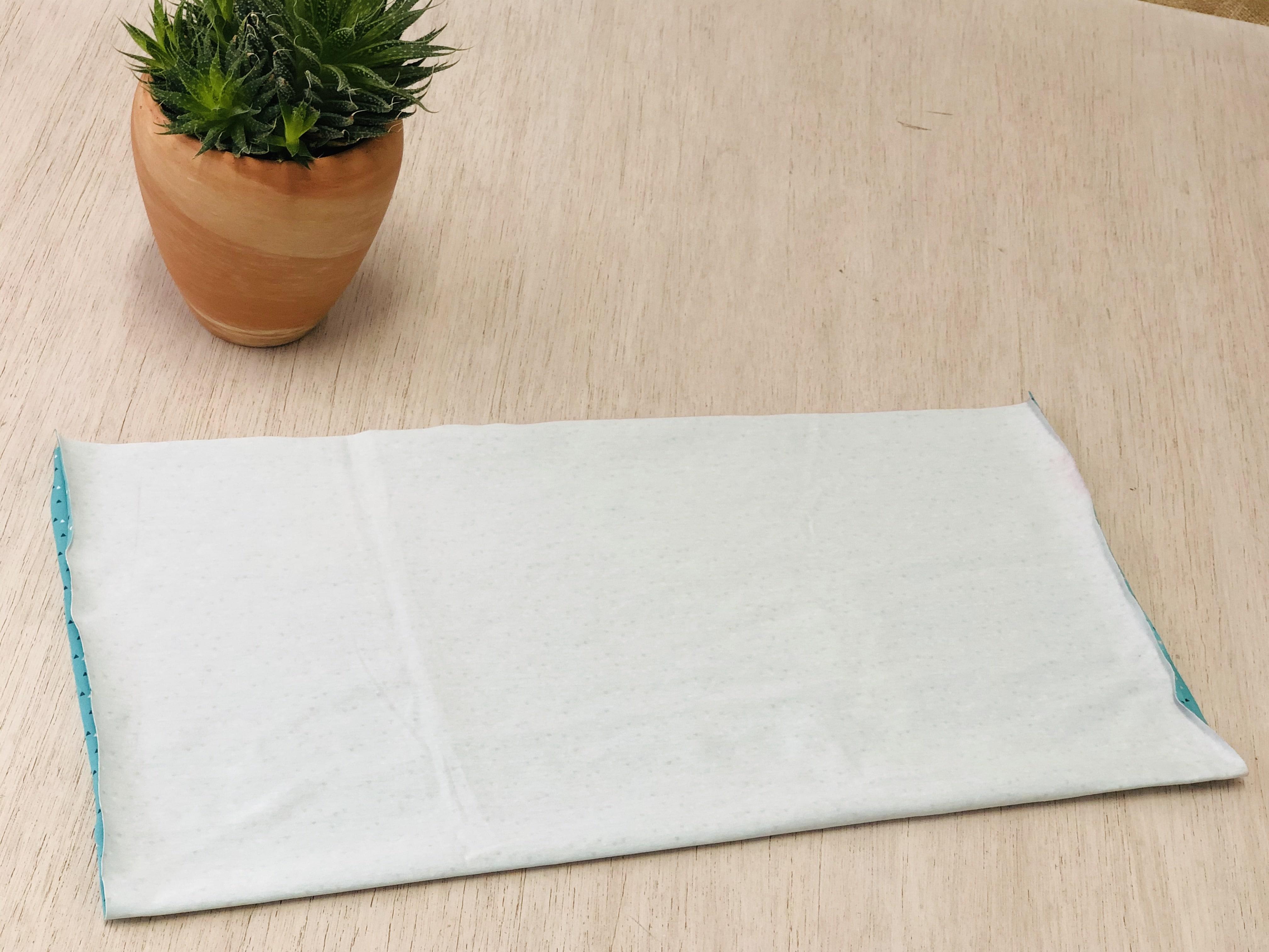 piegare a rettangolo il tessuto scelto per il turbante moira