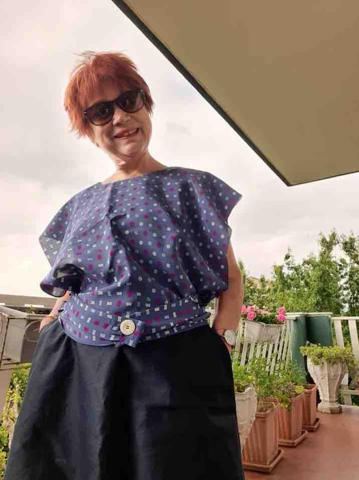 angela ladiana con la vintage shirt