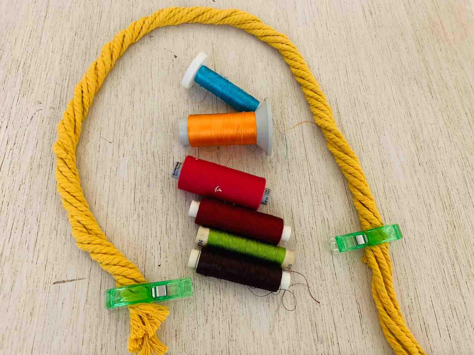 manico colorato è la mia scelta per dare originalità alla macramè bag