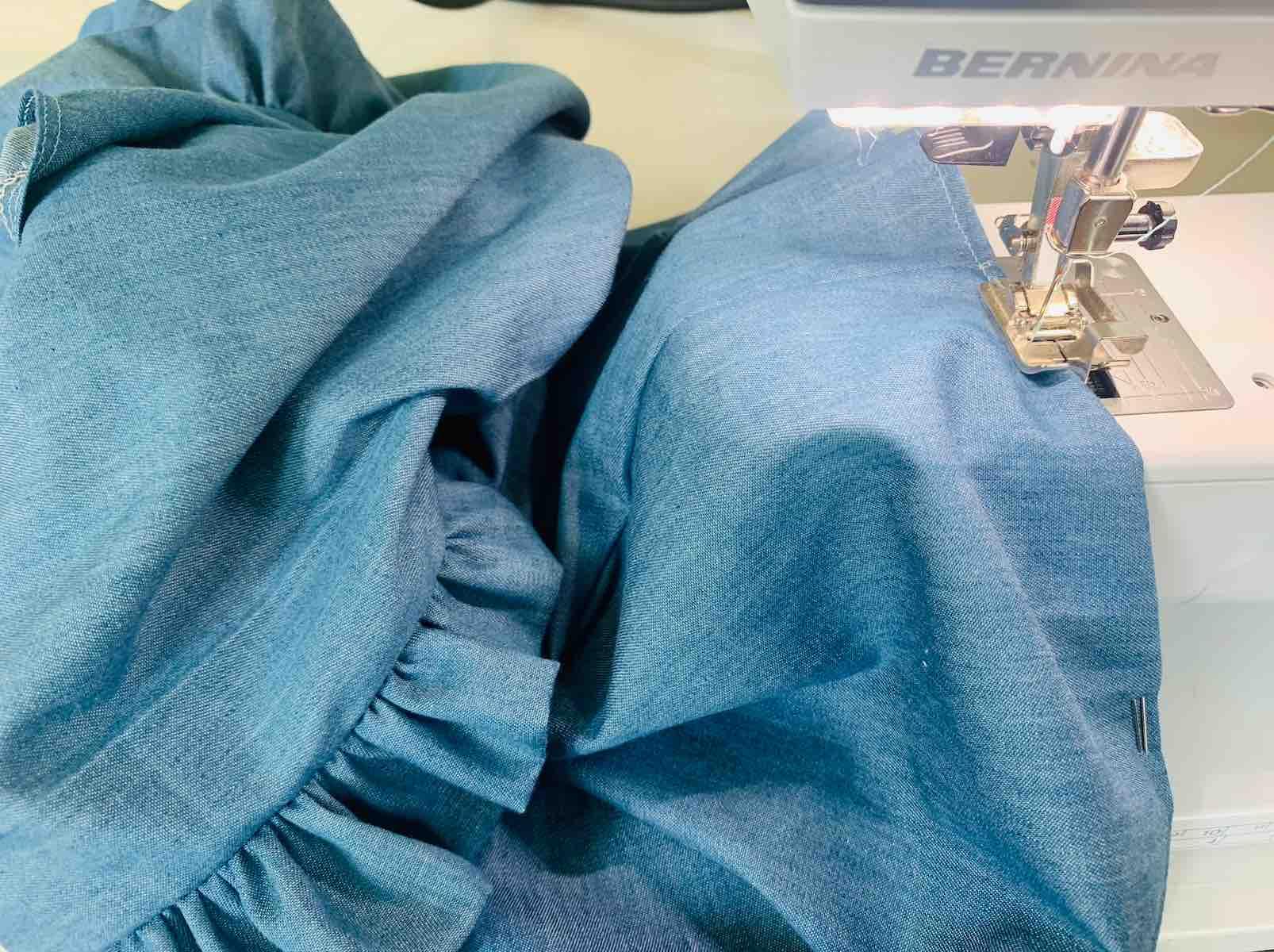 cucire l'orlo inferiore della camicetta