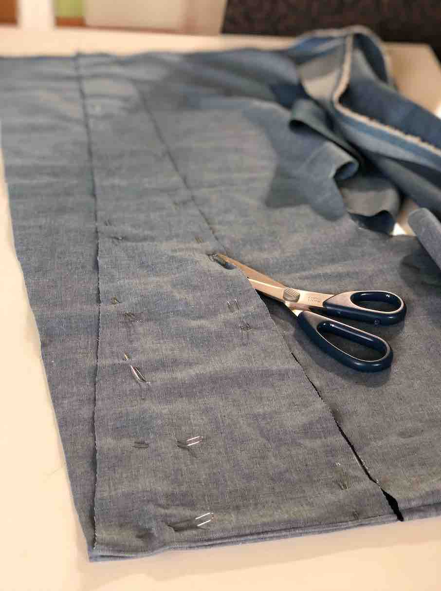 tagliate i tessuti per la camicetta